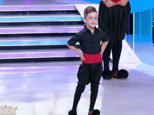 """Senzațional! Andrei, un puști de cinci ani, i-a cucerit pe jurații de la """"Next Star"""" cu un dans grecesc!"""