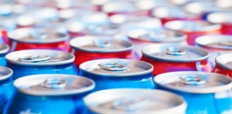 """Una dintre băuturile preferate ale tinerilor nu va mai putea fi cumpărată. Ministerul Sănătăţii a dat legea: """"Este un pericol"""""""