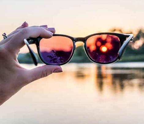 Cum îți dai seama că ochelarii tăi de soare sunt periculoși? Un detaliu arată totul!
