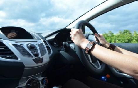 Primele consecințe ale interzicerii mașinilor cu volanul pe partea dreaptă! Află cât te costă reconfigurarea unei astfel de mașini!