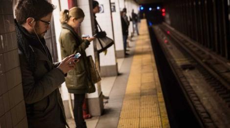 Șoc la metrou! Călătorii au fost stupefiați când au văzut ce se întâmplă! Ce a apărut (VIDEO)