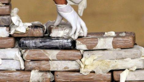 Captură impresionantă de droguri la vama Nadlac! 20 de kilograme de cocaină și 5 tone de substanțe chimice folosite în producerea heroinei descoperite de polițiști!