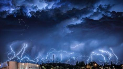 România, măturată de furtuni! Cum va fi vremea la toamnă