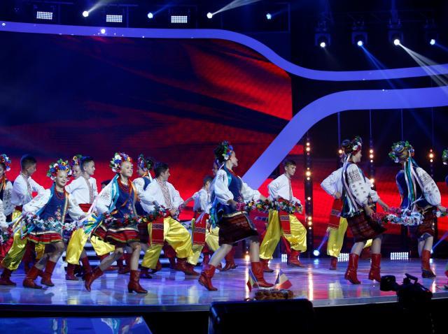 """Dans ucrainean, pe scena """"Next Star"""". Grupul Kozaciok, prestaţie care lasă juriul fără cuvinte: """"Sunteţi senzaţionali!"""""""