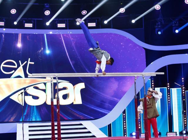 """Marian Drăgulescu, pe scena """"Next Star"""", alături de David Puicea. Moment spectaculos la paralele, demn de finala de popularitate: """"Aţi trecut la un nou nivel"""""""