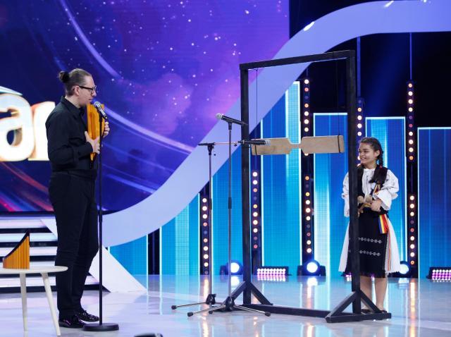 """Ce moment! Alexandra Şerban şi Nicolae Voiculeț, interpretare de excepţie la toacă şi nai: """"Extraordinar! Mă unge pe suflet"""""""