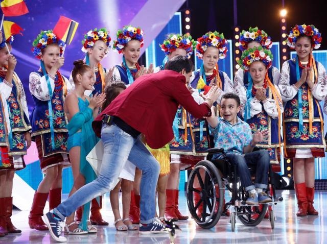 """Emoţia a învins! Dragoș Condescu a câştigat TROFEUL DE POPULARITATE, sezonul 9 """"NEXT STAR"""""""