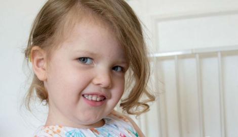 """Fetița care sfidează normalul! La doar trei ani, are un IQ mai mare decât al lui Einstein și Hawking: """"Când vorbim, parcă discut cu o persoană de 19 ani"""""""