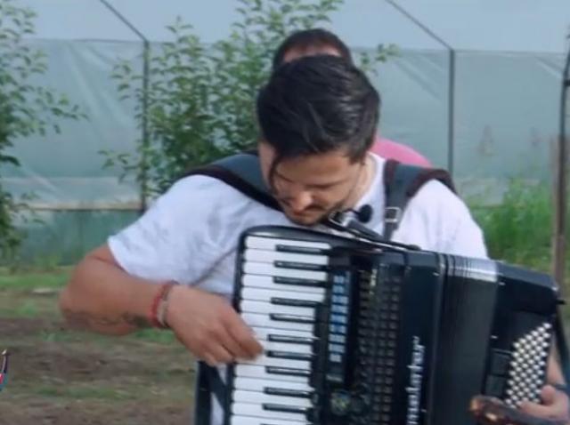 """Liviu Vârciu, """"lăutarul"""" pe care o să-l chemi la toate petrecerile! Cum cântă vedeta la acordeon"""
