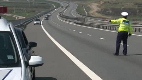 Veste extraordinară pentru şoferi! O parte dintre ei vor primi înapoi banii plătiţi pe amenzile pentru depăşirea vitezei