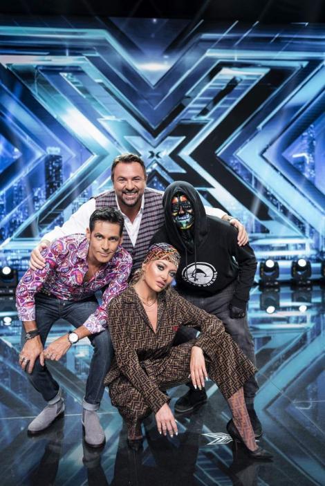 """PREMIERĂ de zile mari la X Factor! Cei patru juraţi cântă împreună o piesă compusă de un concurent: """"Pentru totdeauna!"""" (VIDEO)"""
