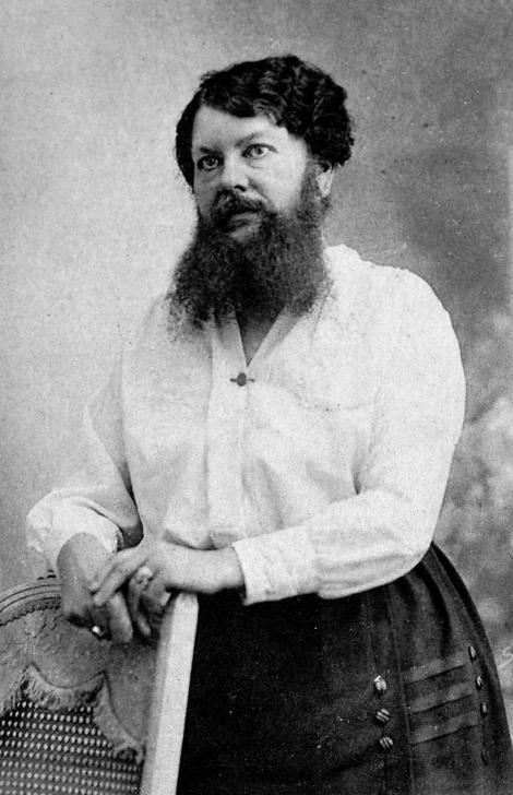 """GALERIE FOTO. """"Aici odihnește Clementine Delait, femeia cu barbă!"""" Era foarte șarmantă, în rochiile ei de doamnă. Apoi devenea bărbat! A refuzat 3.000.000 de franci de la circ!"""
