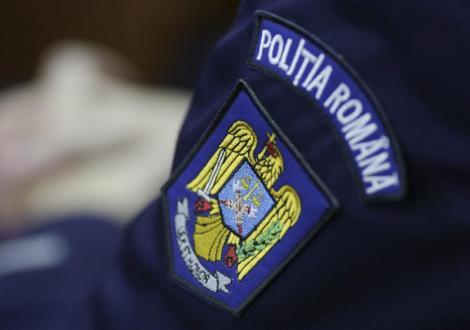 Urmărire cu focuri de armă în Vâlcea! Polițist agresat de bărbatul urmărit, transportat la spital