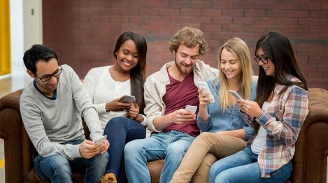 Adolescenții preferă să comunice de la distanță decât să se întâlnească, conform unui studiu din SUA!