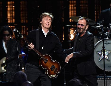 """Fostul membru al trupei """"The Beatles"""" revine spectaculos după 36 de ani! Cum a reușit să îl întreacă în topuri pe cel mai de succes artist al noii generații"""