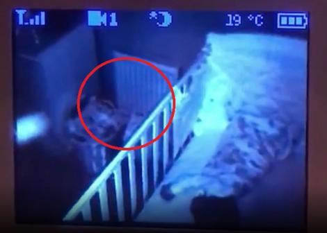 Un tată a vrut să filmeze camera copilului, dar a trăit un adevărat șoc! Ce a apărut noaptea în aer (VIDEO)