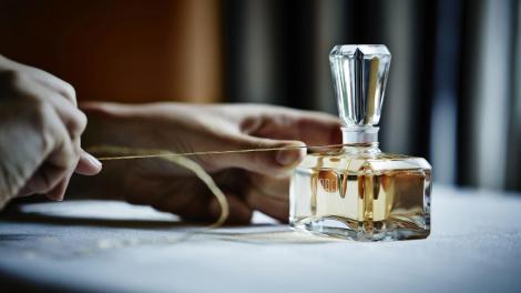 Top 7 cele mai potrivite parfumuri de toamnă pentru femei: Vezi ce arome să nu ratezi în 2018!