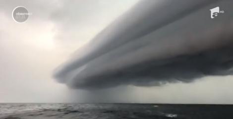 VIDEO| Fenomen spectaculos pe cer! Oamenii au privit cu uimire COLOSUL de deasupra lor, crezând că este un OZN