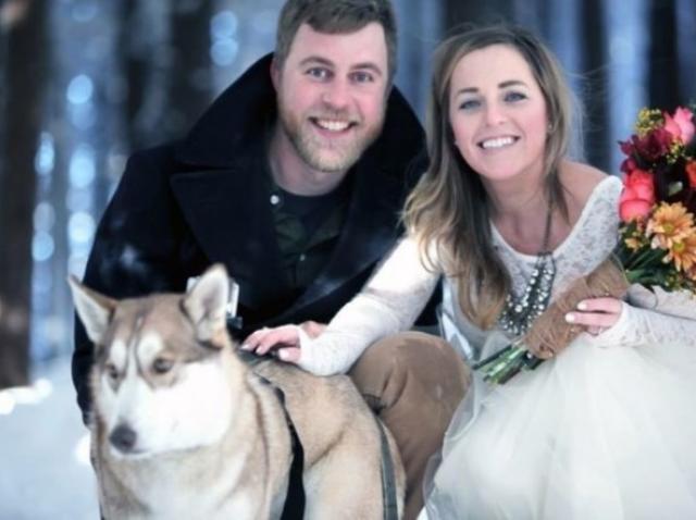 Un cuplu a pus câinele să le filmeze nunta și rezultatul te va pune pe gânduri! Cum arată filmarea (VIDEO)