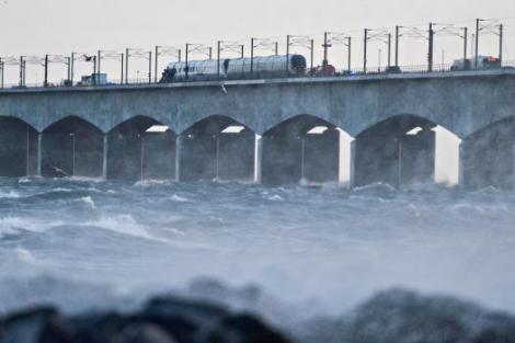 Moarte TRAGICĂ a 6 oameni nevinovați și peste 16 răniți! Accident feroviar halucinant pe un pod din Danemarca
