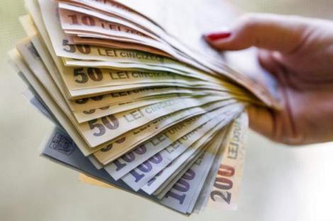 Prime de până la 15.500 de lei pentru români! Cine poate primi acești bani