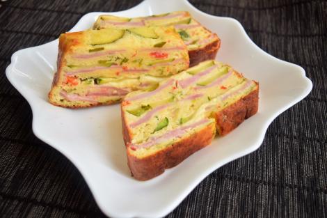 Budincă aperitiv cu șuncă și legume. Un preparat perfect pentru orice masă din zi.
