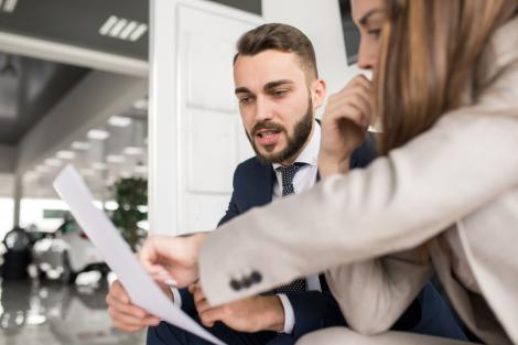 5 capcane la care să fii atent când semnezi un contract