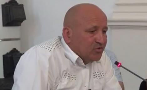 Un primar din județul Cluj a ajuns la spital, după ce a fost bătut în curtea școlii