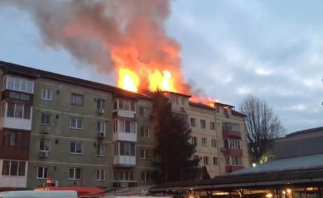 Ultimă oră! Un incendiu puternic a izbucnit la un bloc din Timișoara - FOTO