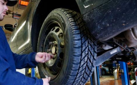 Șoferii din România pot primi amendă de 725 de lei chiar dacă au cauciucuri de iarnă în această perioadă!