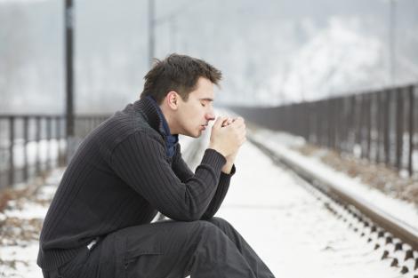 Singurătatea ucide mai repede decât obezitatea. Care este explicația