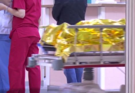 Caz SCANDALOS la un spital din Ploiești! Un pacient operat pe creier a murit după ce a fost scăpat în cap, de pe targă - VIDEO