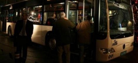 Accident ȘOCANT! Tânără căzută pe geamul autobuzului! Cum s-a întâmplat