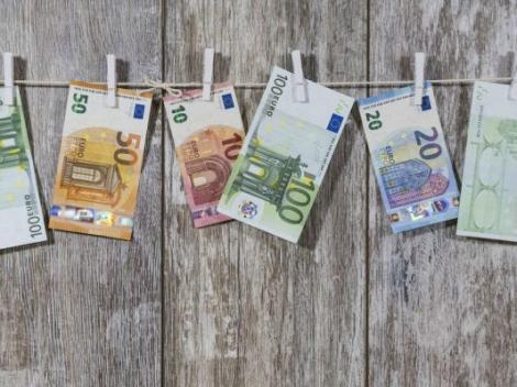 BNR Curs valutar 11 octombrie 2019. Cât se scumpesc astăzi euro și dolarul