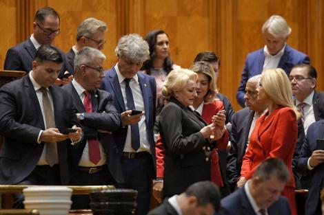 Zeci de moțiuni de cenzură depuse în România, în ultimii 30 de ani! Guvernul condus de Viorica Dăncilă, al patrulea demis în istoria post-decembristă