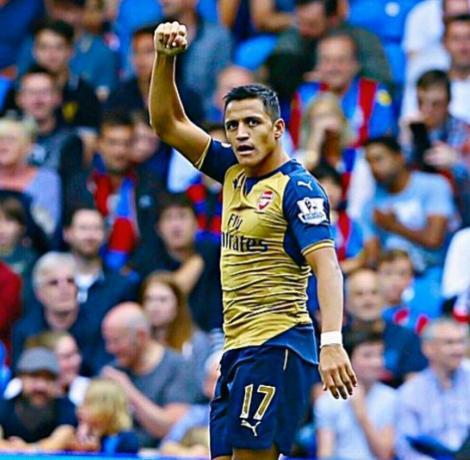 Alexis Sanchez, accidentat la meciul cu naţionala Columbiei, ar putea fi indisponibil trei luni