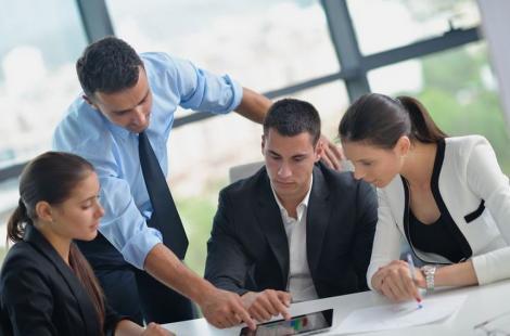 STUDIU: Creşterea salarială în companiile mari din sectorul privat este în medie de 9,4% în acest an, peste estimări