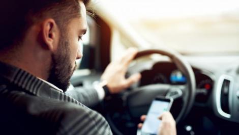 Sute de șoferi au rămas fără permis de conducere! Mesajul postat de MAI după ce șoferilor le-a fost interzis să folosească telefonul mobil la volan
