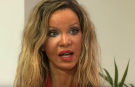 """Terifiant! Femeia care şi-a făcut 350 de intervenţii estetice: """"Nu îmi vine să cred în ce m-am transformat!"""""""