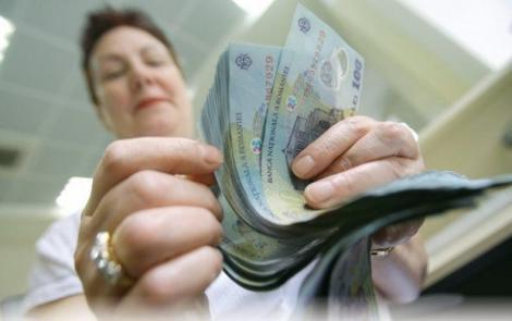 Bugetarii care rămân fără 25% din salariu. Unele sporuri le-au fost luate din leafa lunară