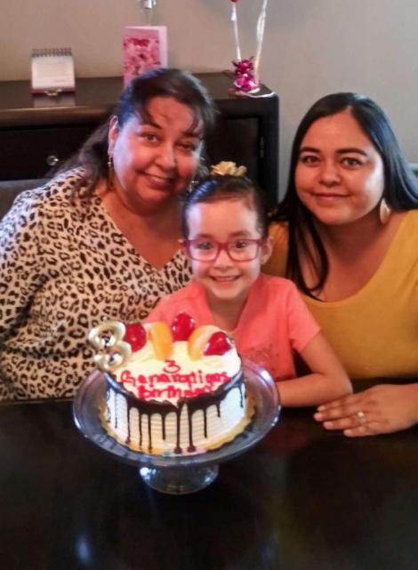 """Un singur caz la 48 de milioane! Mamă, fiică și nepoată, născute în aceeași zi:""""E o binecuvântare să le sărbătorim pe toate!"""""""