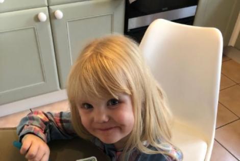 Un tată și-a lăsat fetița de trei ani singură timp de zece minute și a trăit un adevărat șoc! Ce a făcut copilul depășește orice imaginație | FOTO