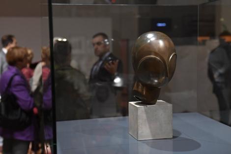 """Brâncuşi pictat de Modigliani şi singurul bronz autentic din lume al sculpturii """"Leda"""", în prima retrospectivă amplă dedicată artistului român în 25 de ani"""