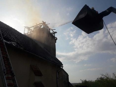 Alba: Incendiu la Biserica Unitariană din localitatea Sânmiclăuş; turla s-a prăbuşit