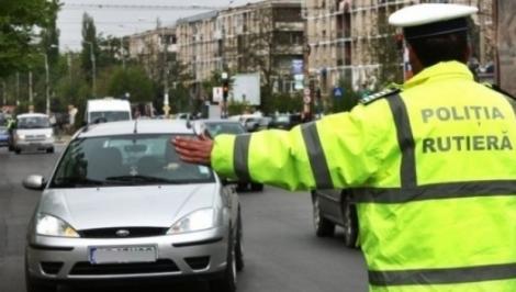 Un șofer urmărit de oamenii legii a accidentat doi pietoni