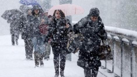 Gata! Frigul lovește România! Când vor începe să scadă temperaturile și unde sunt așteptate NINSORI și ploi