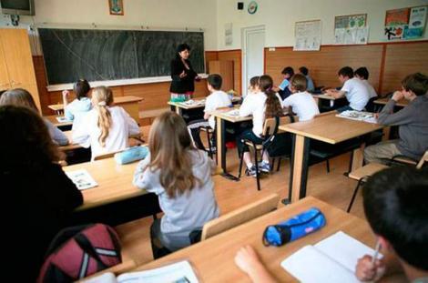 Schimbare drastică în învățământ! Elevii vor sta mai puține ore la școală! Ce prevede noua lege