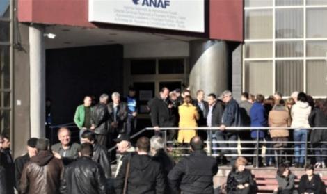 ANAF a scos la concurs zeci de posturi de șefi, alături de alte locuri de muncă vacante. Salariile mari atrag românii