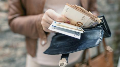 BNR Curs valutar 24 octombrie 2019. Euro și dolarul sunt în scădere