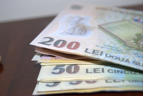 Salariile românior, schimbare uriașă! Cine primește două salarii în plus anual